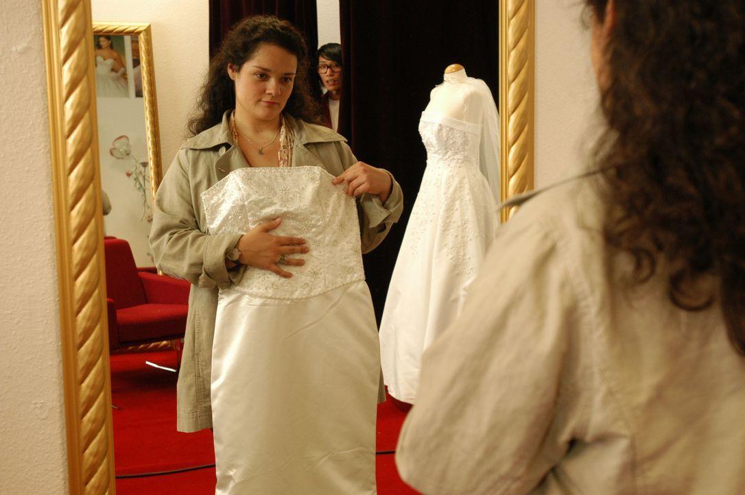 Wie viele junge Frauen träumt auch Alma (Katrin Filzen) von einer grandiosen Hochzeit mit umwerfend schöner Braut. Doch ihre mollige Figur lässt all... - Bildquelle: Willi Weber ProSieben