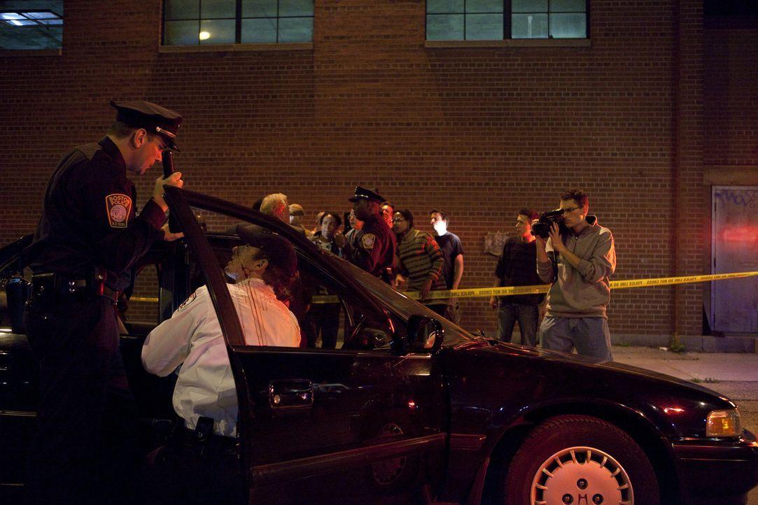 Obwohl Polizei und Ersthelfer schnell am Tatort angekommen sind, können sie nichts mehr für die angeschossene schwangere Carol Stuart tun. Sie und i... - Bildquelle: Jeremy Lewis Cineflix 2010