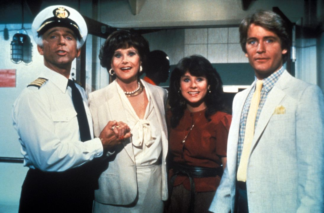 (6. Staffel) - Auf ihren Kreuzfahrten muss die Besatzung um Kapitän Merill Stubing (Gavin MacLeod, l.) auch gerne als Berater in Liebesdingen aushel... - Bildquelle: CBS Studios Inc. All Rights Reserved.