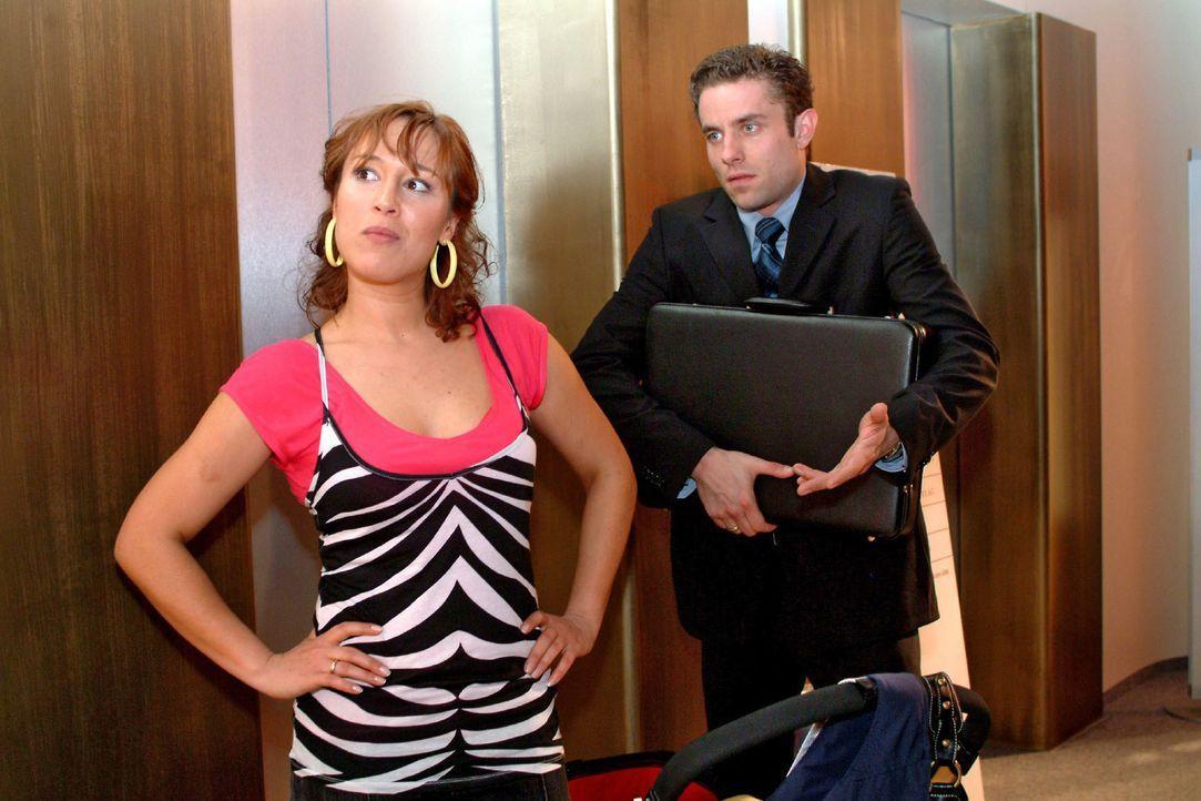 Die Geldsorgen werden immer größer und Yvonne (Bärbel Schleker, l.) drängt Max (Alexander Sternberg, r.), endlich etwas dagegen zu unternehmen. - Bildquelle: Monika Schürle Sat.1