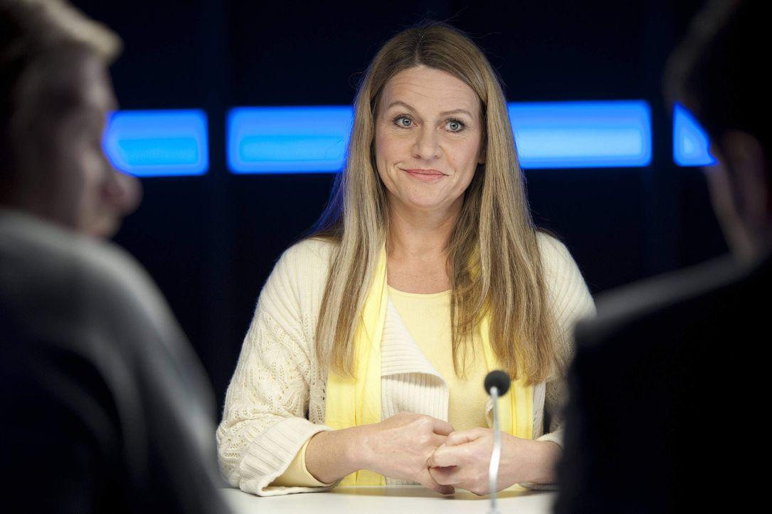 Will unbedingt ihre scheinbar heile Welt retten: Eva Schuhmann (Dana Geissler) ... - Bildquelle: Martin Rottenkolber SAT.1 / Martin Rottenkolber