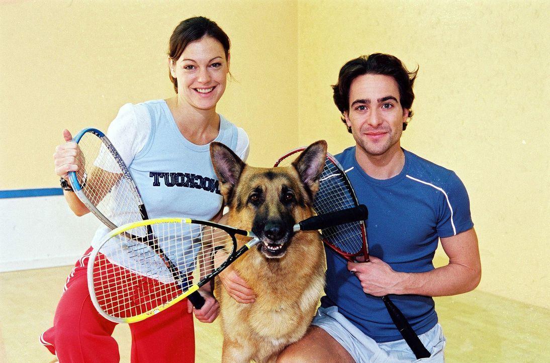 Marc Hoffmann (Alexander Pschill, r.), Rex und Niki Herzog (Elke Winkens, l.) entspannen sich zwischendurch beim Sport ... - Bildquelle: Ali Schafler Sat.1
