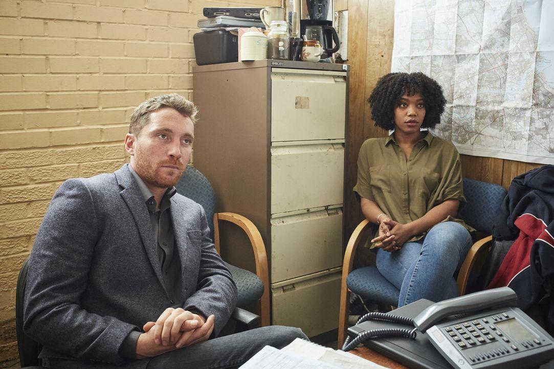 Tony Everitt (Ben Batt, l.); Louise Everitt (Naomi Ackie, r.) - Bildquelle: Justin Slee ITV Studios