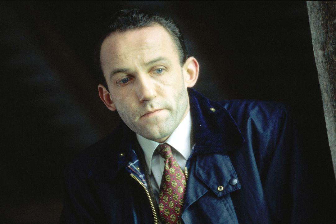 Ernst Stockinger (Karl Markovics) ist dem Mörder auf der Spur ... - Bildquelle: Huber Sat.1