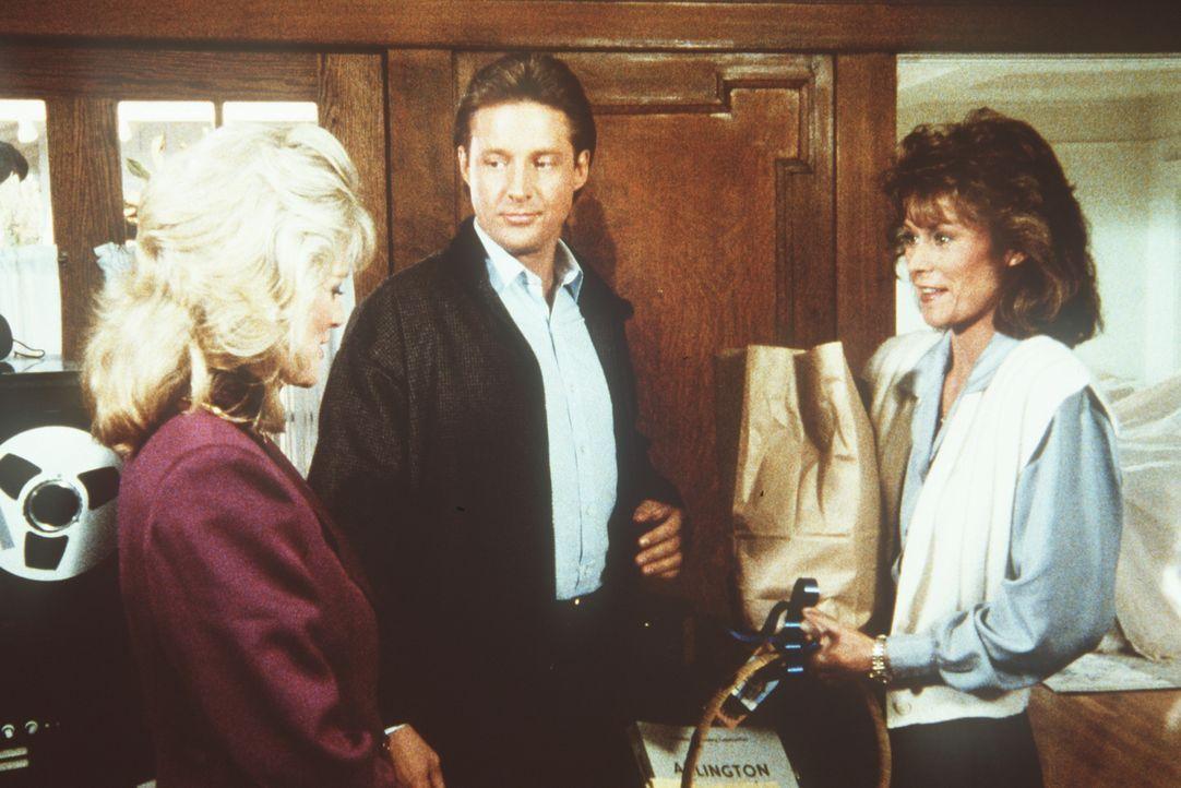 (v.l.n.r.) Francine (Martha Smith), Lee (Bruce Boxleitner) und Amanda (Kate Jackson) hören Amandas neuen Nachbarn ab. Mit einem überraschenden Ergeb...