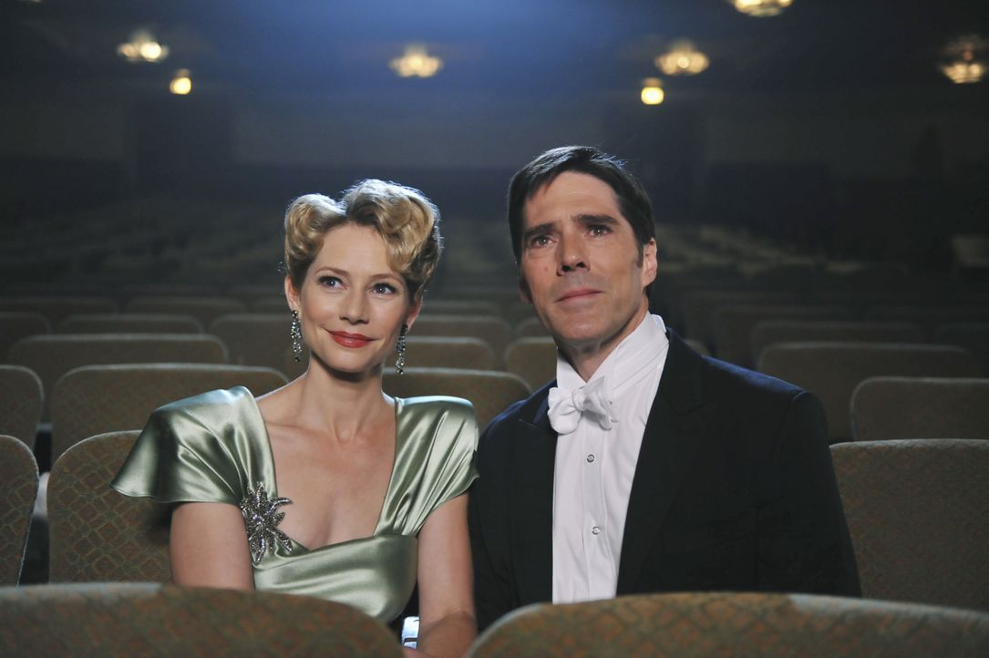Während Hotch (Thomas Gibson, r.) um sein Leben kämpft hat er immer wieder Visionen von seiner verstorbenen Ehefrau Haley (Meredith Monroe, l.) ... - Bildquelle: Richard Foreman 2013 American Broadcasting Companies, Inc. All rights reserved. / Richard Foreman