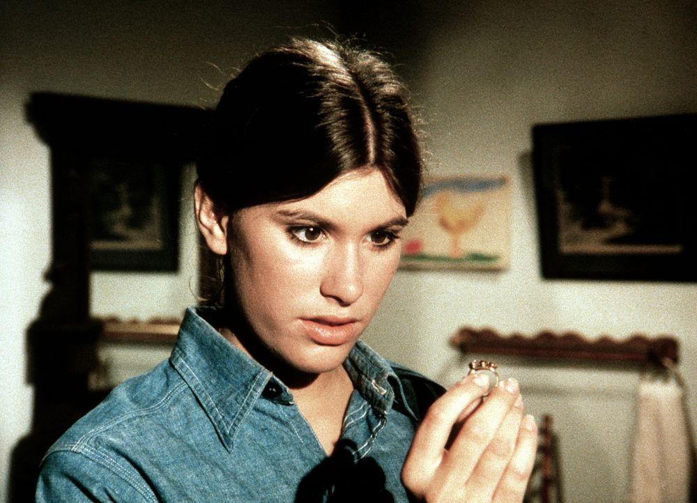 Für den Collegeball hat Mary Ellen (Judy Taylor) bei einem Trödler eine hübsche Handtasche gekauft, in der sie einen Ring entdeckt ... - Bildquelle: WARNER BROS. INTERNATIONAL TELEVISION