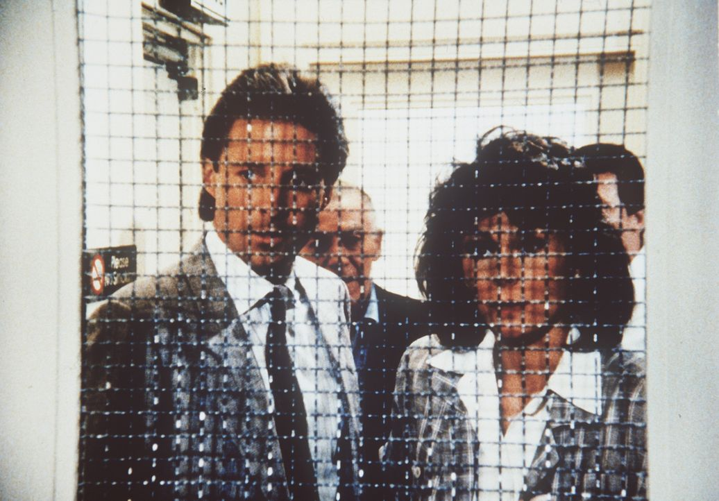 Amanda (Kate Jackson, r.) und Lee (Bruce Boxleitner, l.) haben den entführten Archibald Mayfield in dem Seitentrakt eines Krankenhauses entdeckt. je...