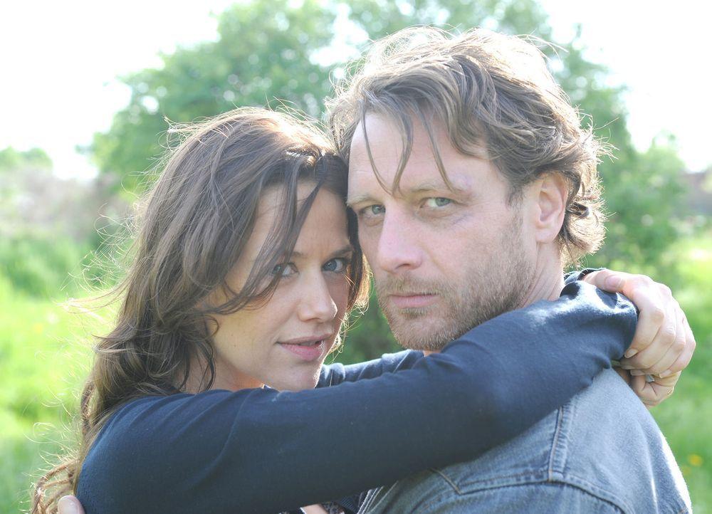Mit der Zeit merkt Anne (Alexandra Neldel, l.), dass Karl (Hendrik Duryn, r.) trotz seines rüden Benehmens ein gutes Herz hat. Doch kaum kommt es zw... - Bildquelle: Aki Pfeiffer SAT.1