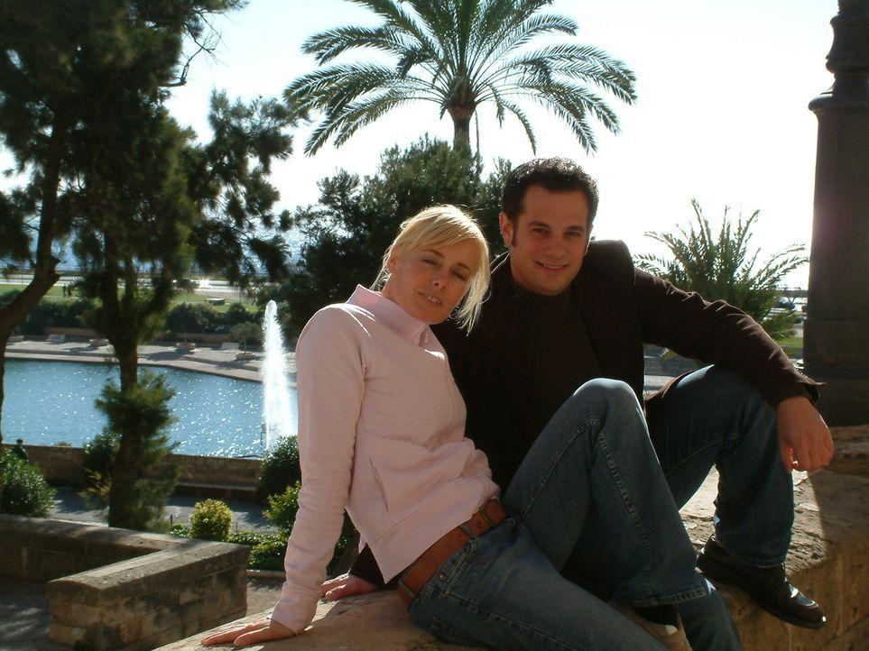 Vor drei Jahren sind Christoph (r.) und Dana (l.) nach Spanien ausgewandert, wo Christoph mit einem Freund eine Eisdiele eröffnet hat. - Bildquelle: kabel eins
