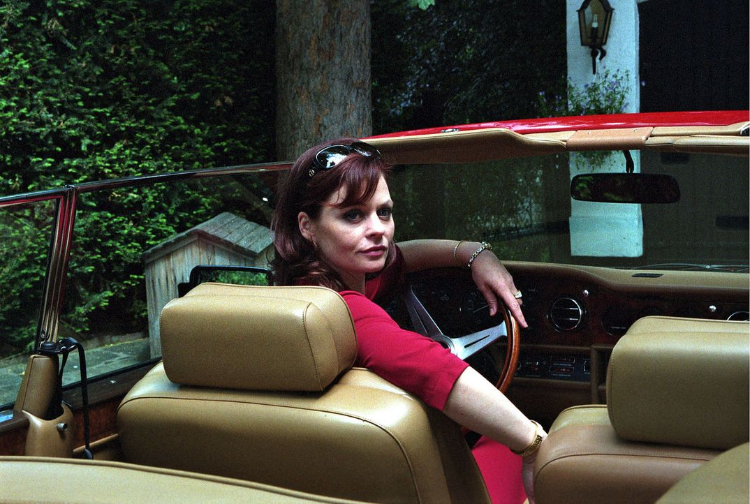 Die durchtriebene Felicitas Minkowski (Susanna Simon) ahnt nicht, was sich hinter ihrem Rücken zusammenbraut ... - Bildquelle: Susan Skelton Sat.1