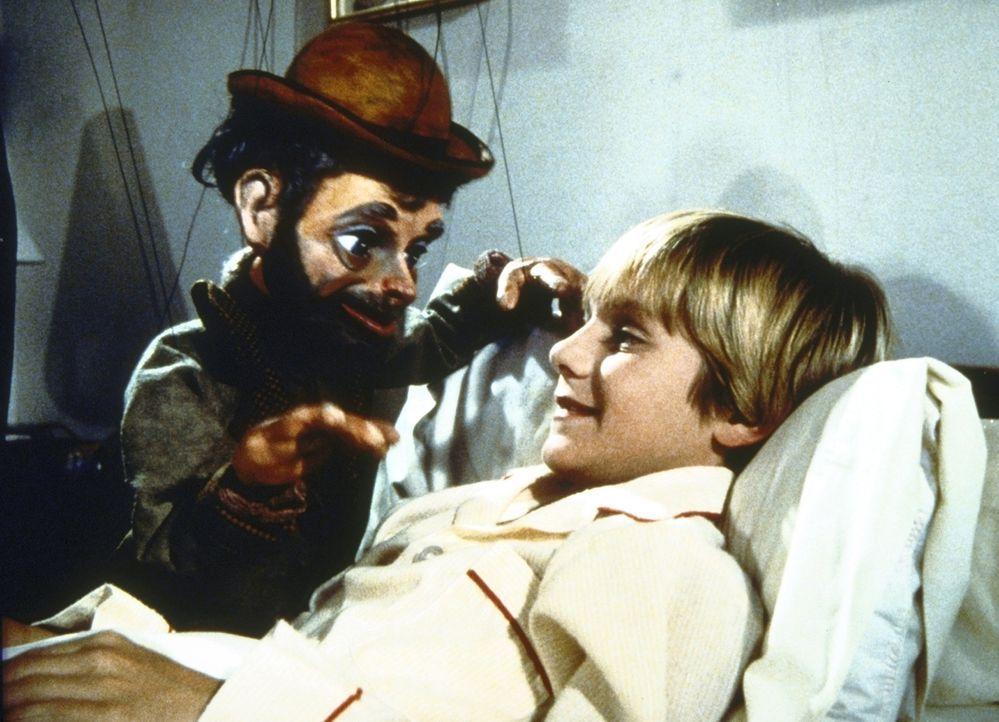 Wally gibt eine Privatvorstellung an Stevies (Blake Soper) Krankenbett. - Bildquelle: Worldvision Enterprises, Inc.