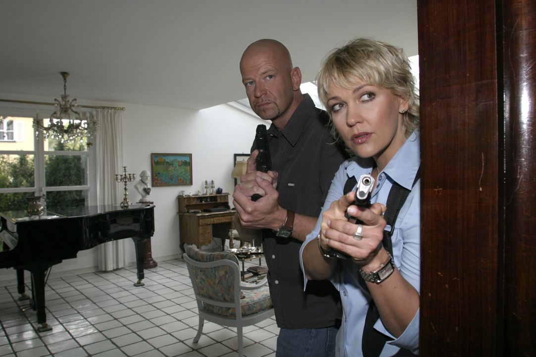 Michael Naseband (l.) und Alexandra Rietz (r.) im Einsatz - Bildquelle: David Klammer SAT.1 / David Klammer