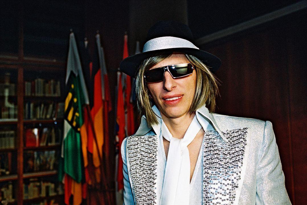 Ringo (Rufus Beck) fühlt sich in der Rolle des Stars immer wohler ... - Bildquelle: Hardy Spitz Sat.1