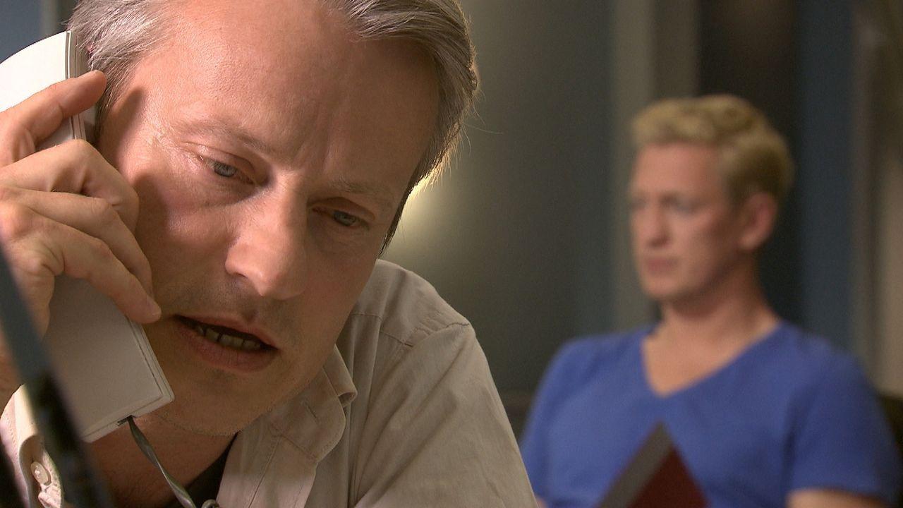Kommissar Anders (l.) und Kommissar Becker (r.) ermitteln nicht weiter, nachdem sie das vermeintliche Mordopfer quicklebendig bei seinem Mörder ange... - Bildquelle: SAT.1