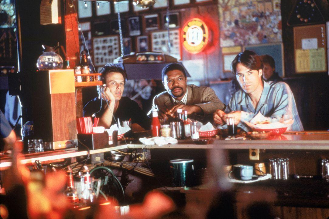 (v.l.n.r.) Dr. Billy Kronk (Peter Berg), Dr. Dennis Hancock (Vondie Curtis-Hall); Dr. Daniel Nyland (Thomas Gibson) - Bildquelle: 1995 Twentieth Century Fox Film Corporation.  All rights reserved.