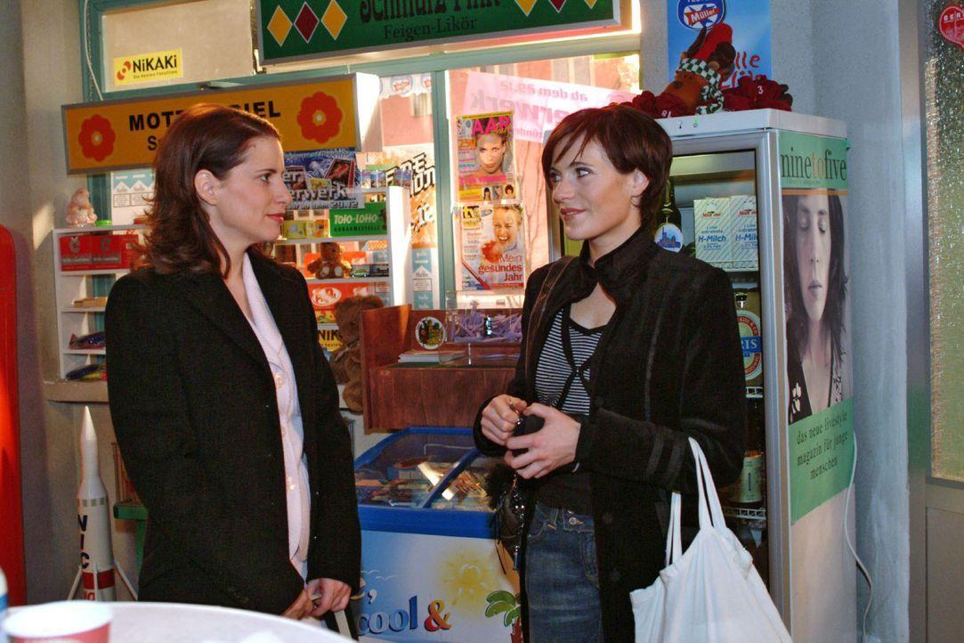 Inka (Stefanie Höner, l.) erkennt verblüfft, dass Britta (Susanne Berkhemer, r.) sich wegen Hugo von Thomas getrennt hat. - Bildquelle: Monika Schürle Sat.1