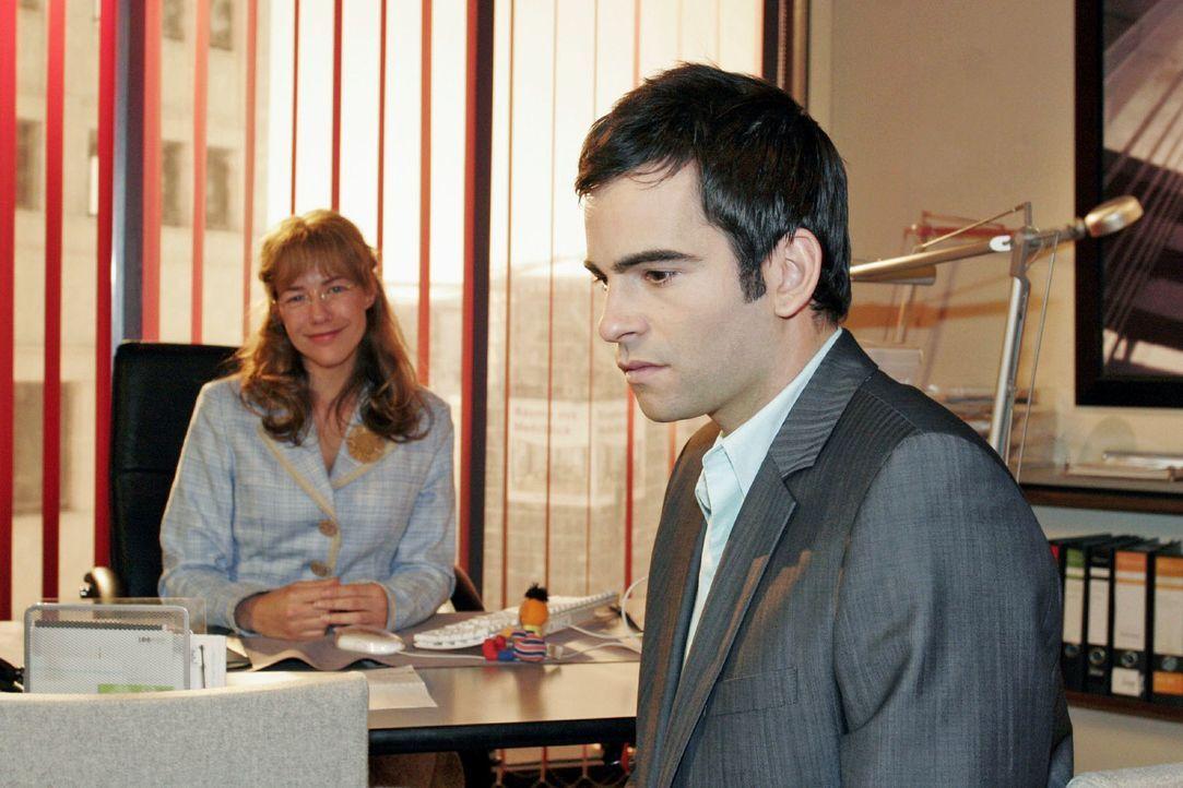 David (Mathis Künzler, r.) reagiert betroffen, als Lisa  (Alexandra Neldel, l.) ihm von ihren Hochzeitsvorbereitungen erzählt. (Dieses Foto von Alex... - Bildquelle: Noreen Flynn Sat.1