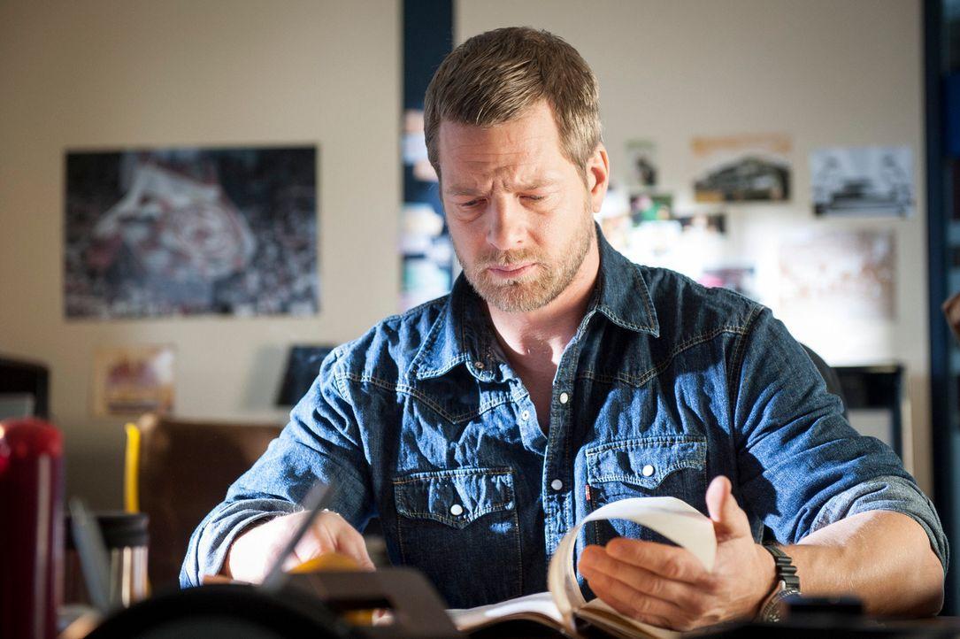Mick (Henning Baum) muss erkennen, dass Ferchert, Tanja und sein Partner Andreas ihm nicht die ganze Wahrheit über Schaller gesagt haben ... - Bildquelle: Martin Rottenkolber SAT.1