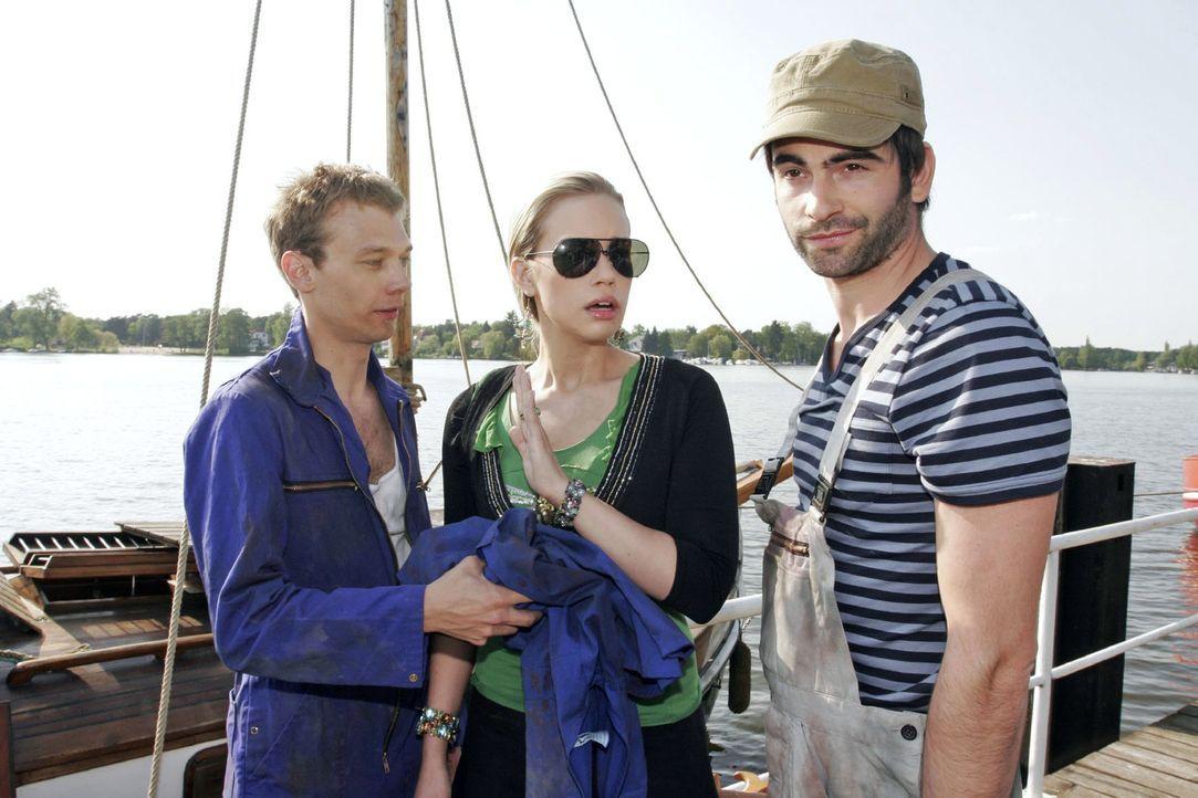 Mit Hilfe von Jürgen (Oliver Bokern, l.) und Kim (Lara-Isabelle Rentinck, M.) will David (Mathis Künzler, r.) seine Yacht restaurieren. Doch Kim wil... - Bildquelle: Noreen Flynn Sat.1