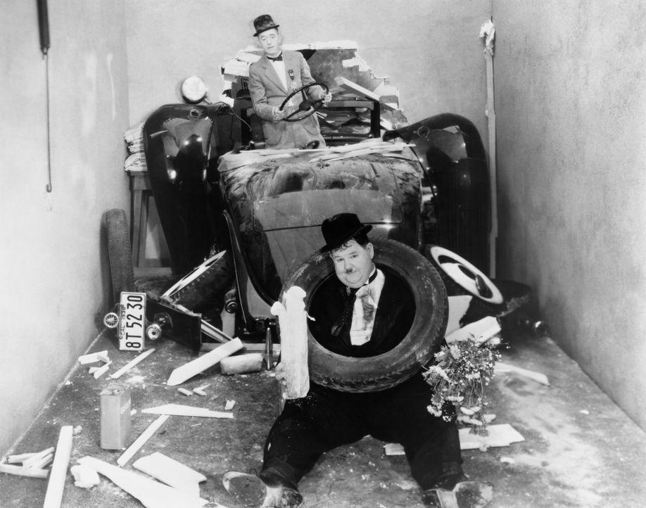 Stan (Stan Laurel, hinten);Ollie (Oliver Hardy, vorne) - Bildquelle: Licensed by Beta Film GmbH