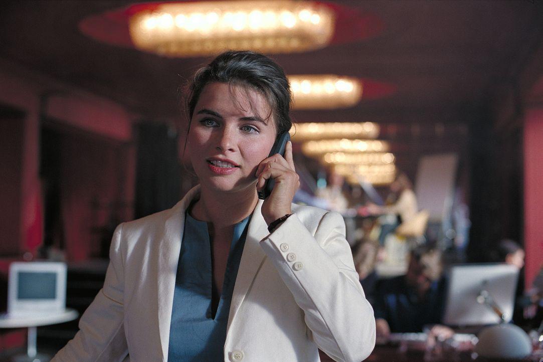 Überaus erfolgreich setzt die Event-Managerin Lilian (Anne Brendler) die Kundenwünsche um. Doch seit neuestem werden ihre wichtigen Handytelefonate... - Bildquelle: Stefan Erhard ProSieben