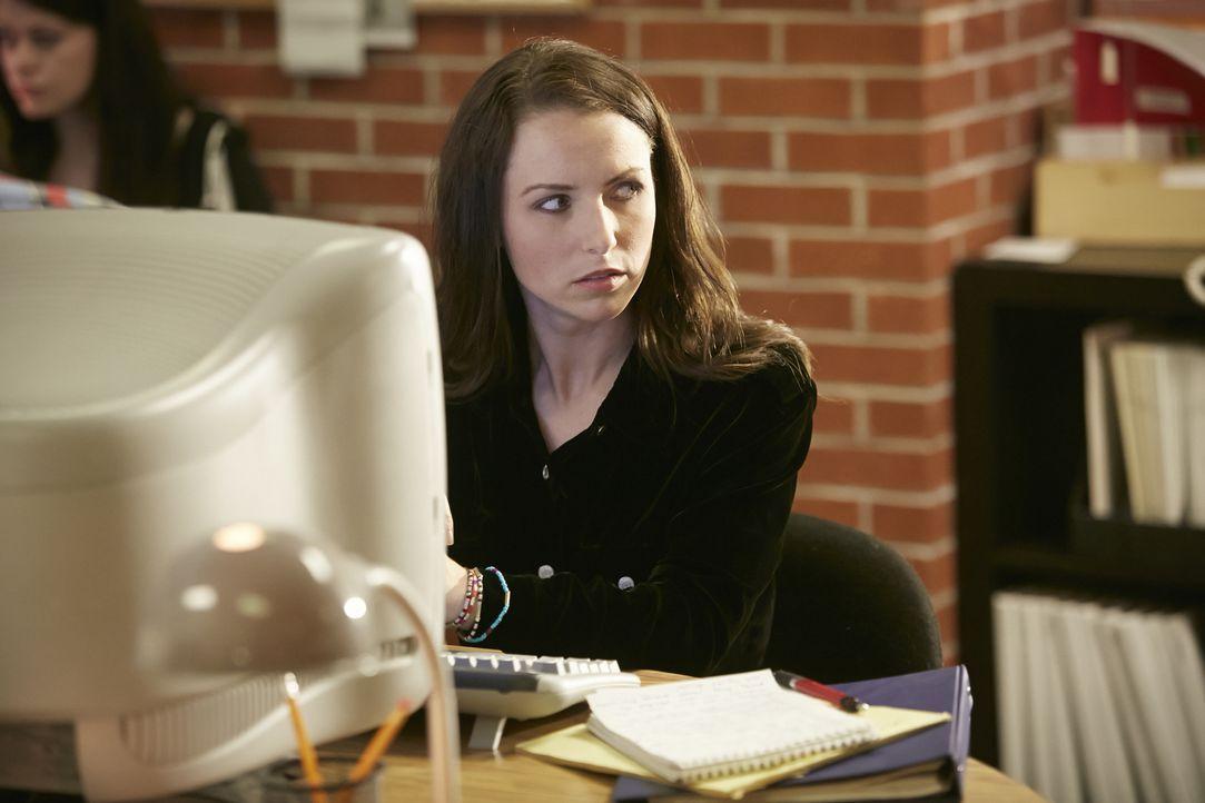 Wurde einer ihrer Artikel der jungen Journalismus-Studentin Brook Baker (Alysa King) zum Verhängnis? - Bildquelle: Ian Watson Cineflix 2014