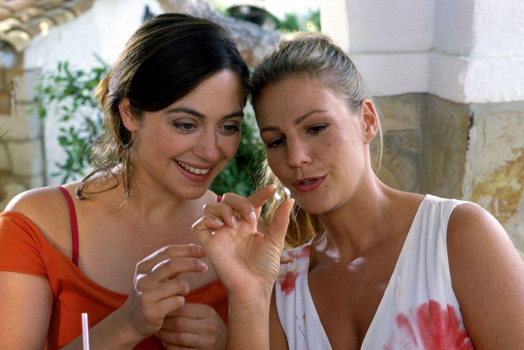 Luise (Julia Richter, l.) und ihre Freundin Caroline (Sophie Schütt, r.) reden über alte Zeiten ... - Bildquelle: Frank Hempel Sat.1