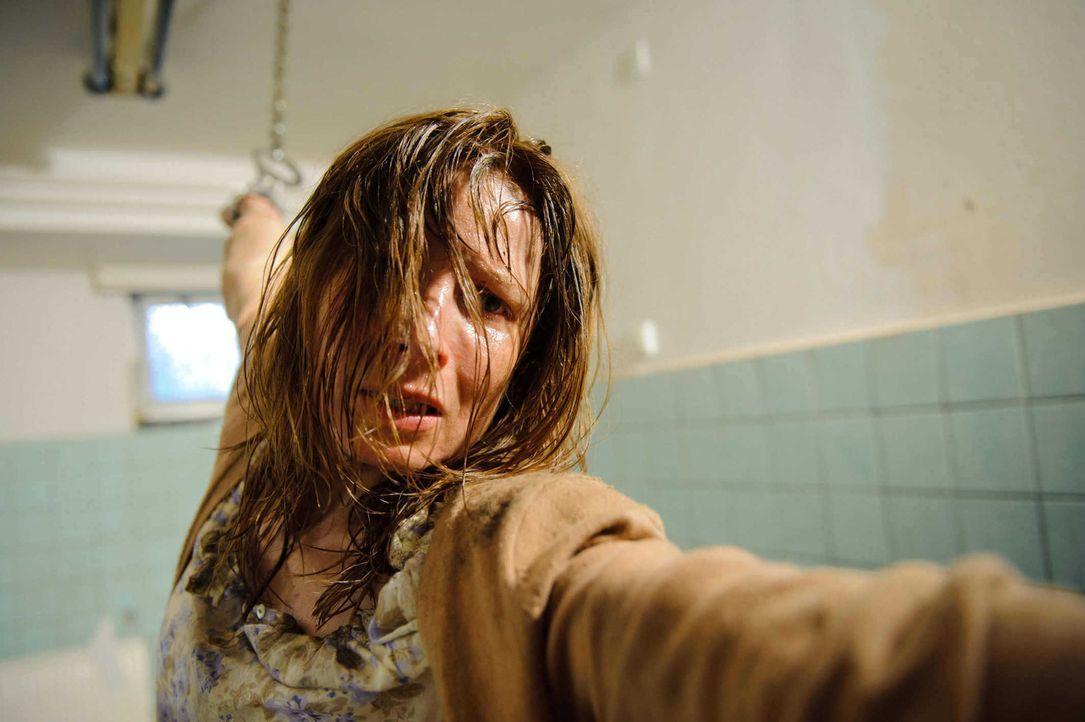 Niemand ahnt, dass sich Wolffs Tochter Verena (Nadine Seiffert) in der Hand einer Psychopatin befindet ... - Bildquelle: Stefan Erhard SAT. 1