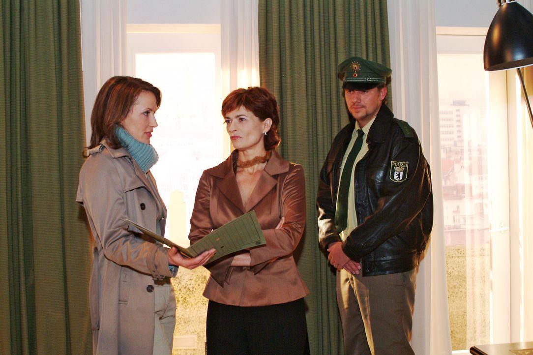 Sophie (Gabrielle Scharnitzky, M.) wird klar, dass Katharina Dorn (Ina Rudolph, l.) nicht weiter nach Richard sucht. - Bildquelle: Monika Schürle Sat.1