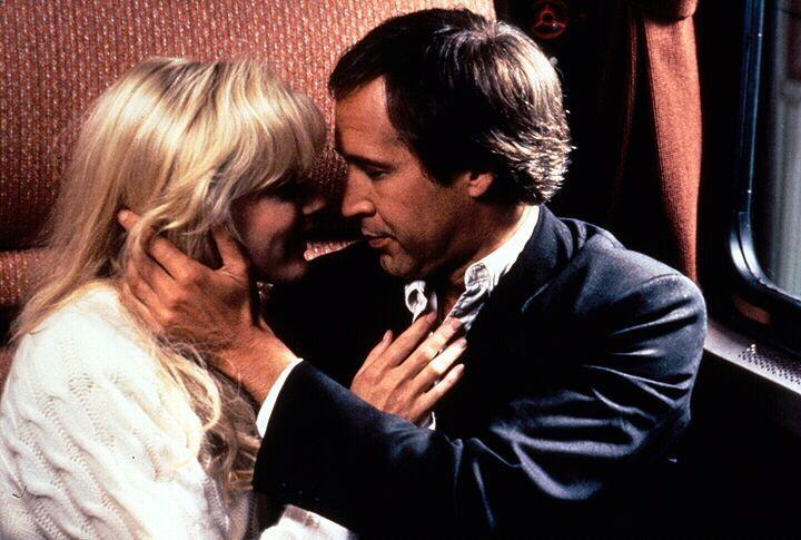 Als Alice Monroe (Daryl Hannah, l.) Nick Halloway (Chevy Chase, r.) kennen lernt, ist er ein charmanter Mann, der das Leben von der leichten Seite n... - Bildquelle: 1992 Warner Bros., Inc., Regency Enterprises VOF and Studio Canal+.  All rights reserved.