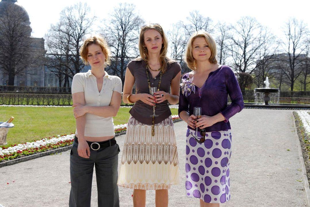 Der Tag des Abschieds naht: (v.l.n.r.) Valerie (Rhea Harder), Edda (Simone Hanselmann) und Minza (Annette Frier) ... - Bildquelle: Marco Nagel ProSieben