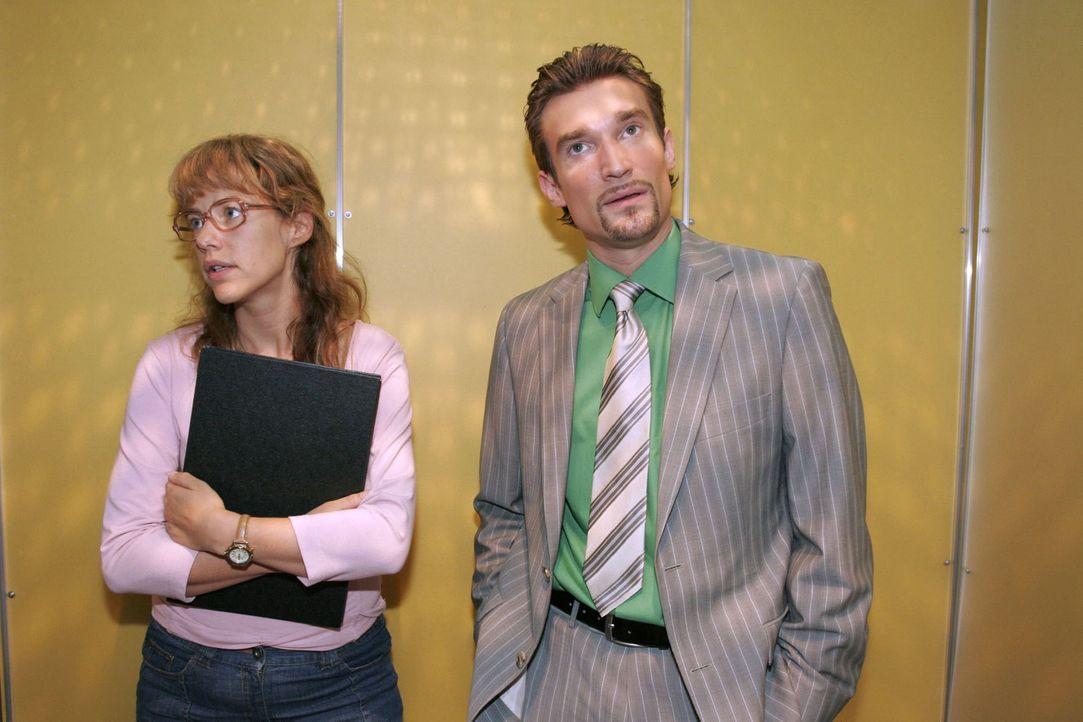 Lisa (Alexandra Neldel, l.) gerät mit Richard (Karim Köster, r.) aneinander, der Agnes gekündigt hat - und muss den Kürzeren ziehen. (Dieses Foto vo... - Bildquelle: Noreen Flynn Sat.1
