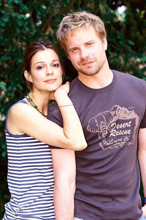 Paula (Suzan Anbeh, l.) und Ben (Janek Rieke, r.) - Bildquelle: Jeanne Degraa Sat.1