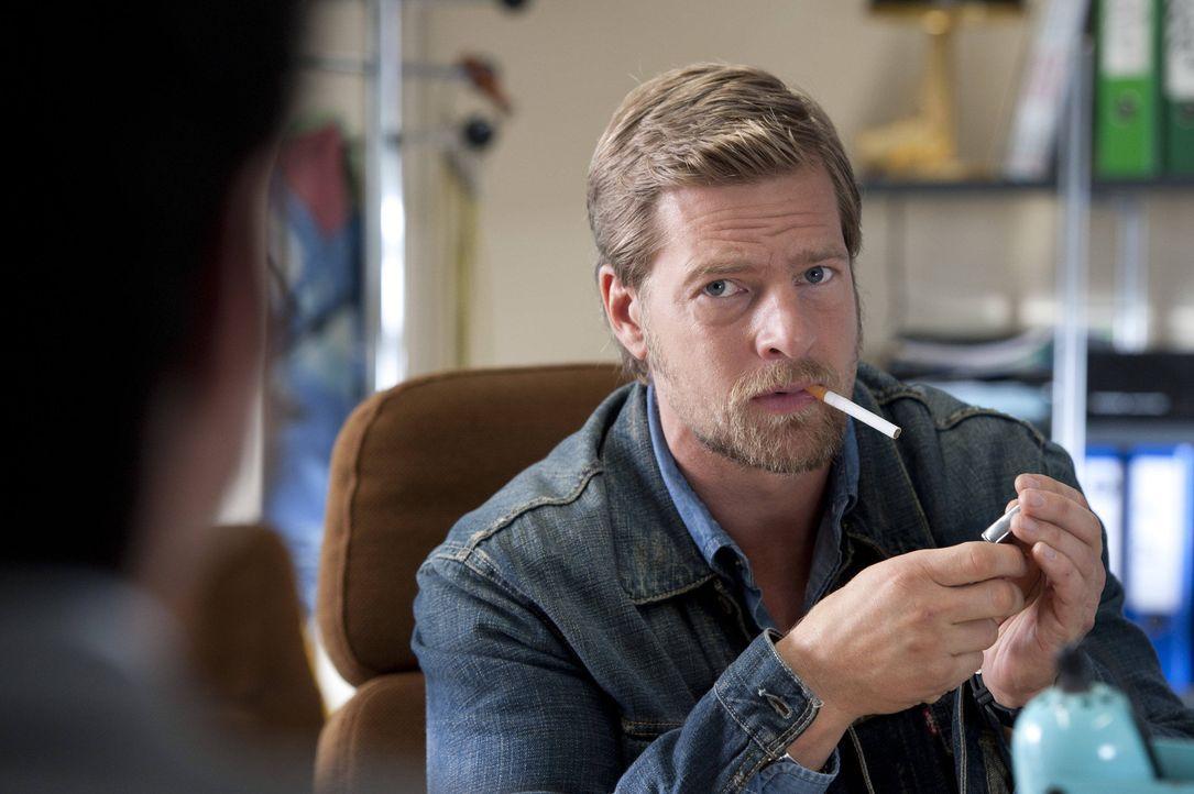 Hat kein Interesse daran, Fercherts Nachfolger zu werden: Mick Brisgau (Henning Baum) ... - Bildquelle: Martin Rottenkolber SAT.1 / Martin Rottenkolber