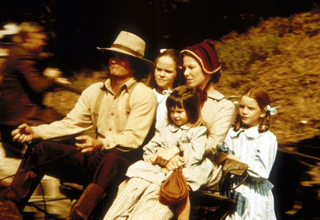 Die Familie Ingalls fährt zum Gottesdienst: (v.l.n.r.) Charles (Michael Landon), Mary (Melissa Sue Anderson), Carrie (Lindsay Sidney Greenbush), Car... - Bildquelle: Worldvision
