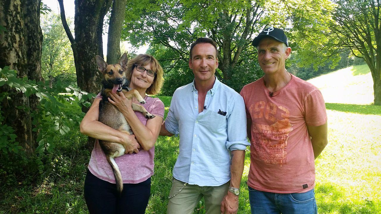 Jochen Bendel mit Martina und Raimund Spar und Hund Chico