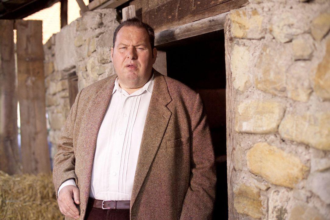 Benno Berghammer (Ottfried Fischer) tappt im Mordfall Angermeier noch immer im Dunkeln ... - Bildquelle: Walter Wehner Sat.1