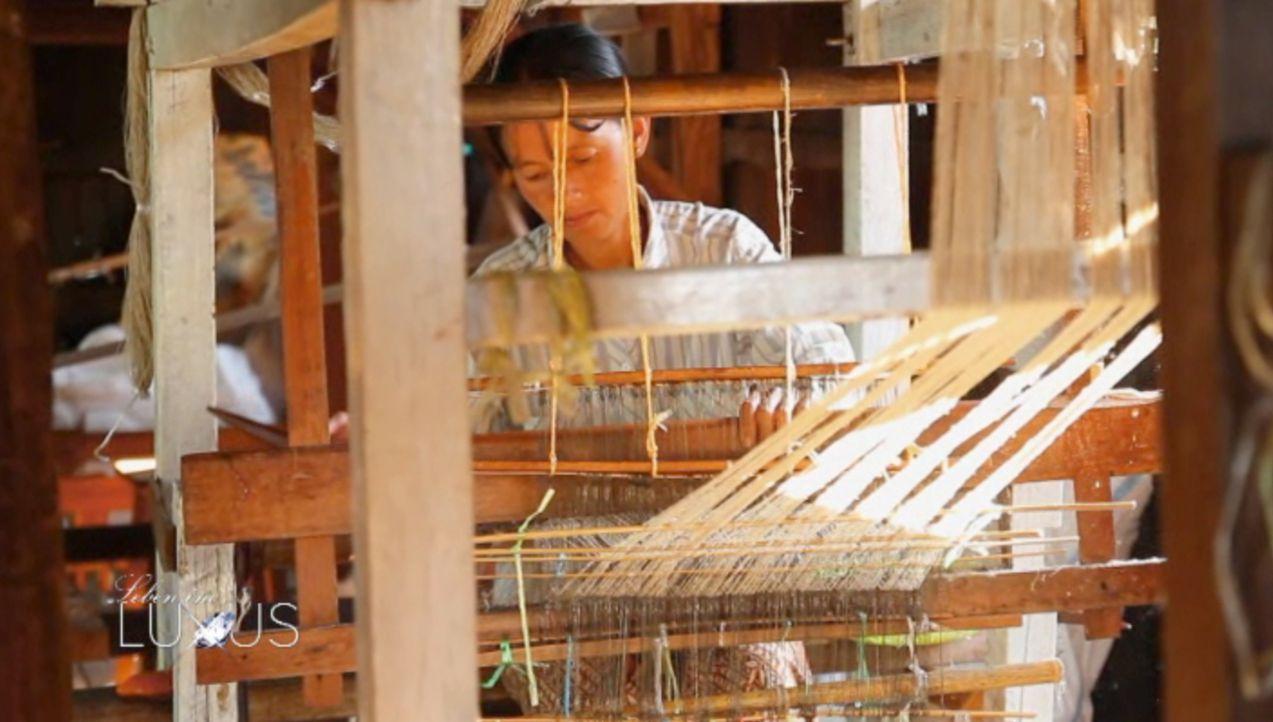 Sieht aus wie Leinen oder Rohseide, ist aber in Wirklichkeit eine der wertvollsten Fasern der Welt: die Lotusfaser. - Bildquelle: Sat.1 Gold