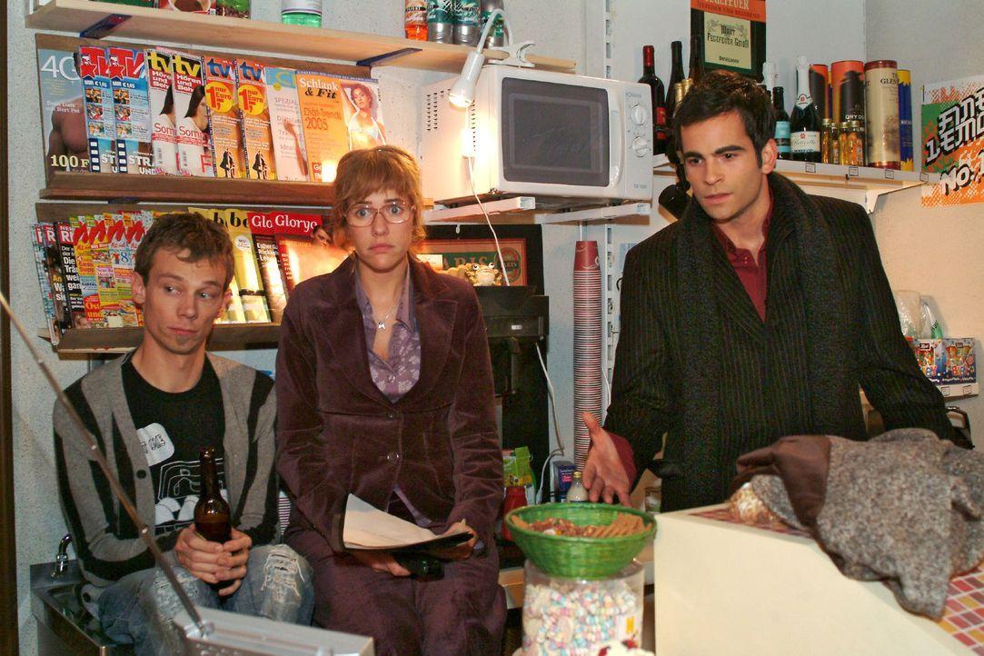 Lisa (Alexandra Neldel, M.), Jürgen (Oliver Bokern, l.) und David (Mathis Künzler, r.) sind fassungslos, als der Spot nicht ausgestrahlt wird. (Dies... - Bildquelle: Monika Schürle Sat.1