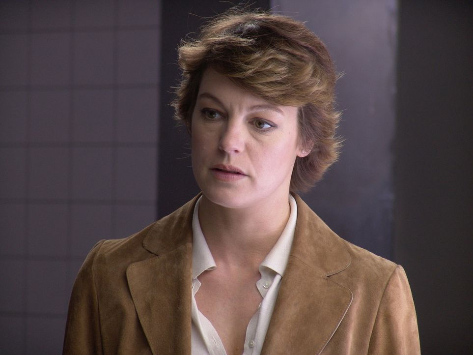 Gleich ihr erster Fall ist für die junge Kommissarin Johanna König (Elke Winkens) eine harte Aufgabe: Als Neue im Team muss sie sich das Vertrauen i... - Bildquelle: Volker Roloff ProSieben