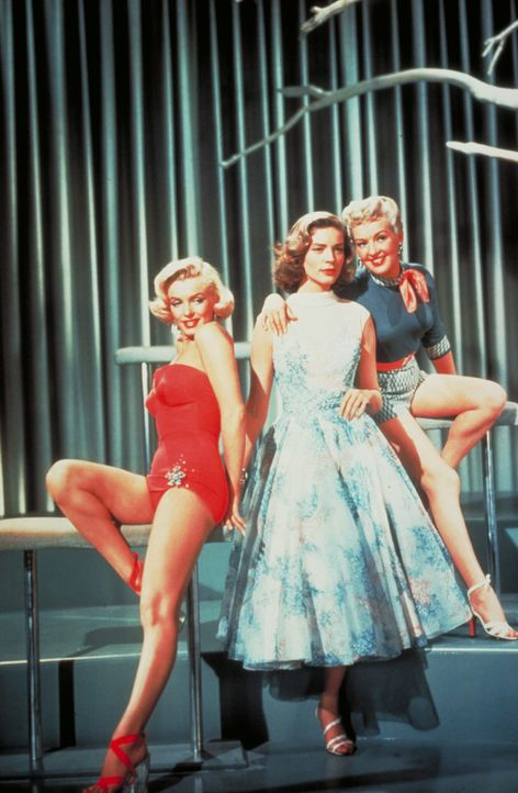 (v.l.n.r.) Pola Debevoise (Marilyn Monroe); Schatze Page (Lauren Bacall); Loco Dempsey (Betty Grable) - Bildquelle: 1953 Twentieth Century Fox Film Corporation.