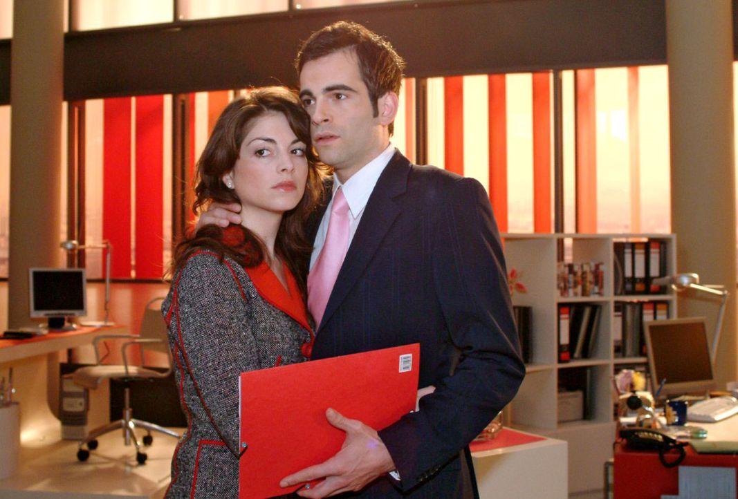Mariella (Bianca Hein, l.) und David (Mathis Künzler, r.) geraten nach einer Sitzung aneinander, weil David sich gegen eine von Richard vorgeschlage... - Bildquelle: Monika Schürle Sat.1
