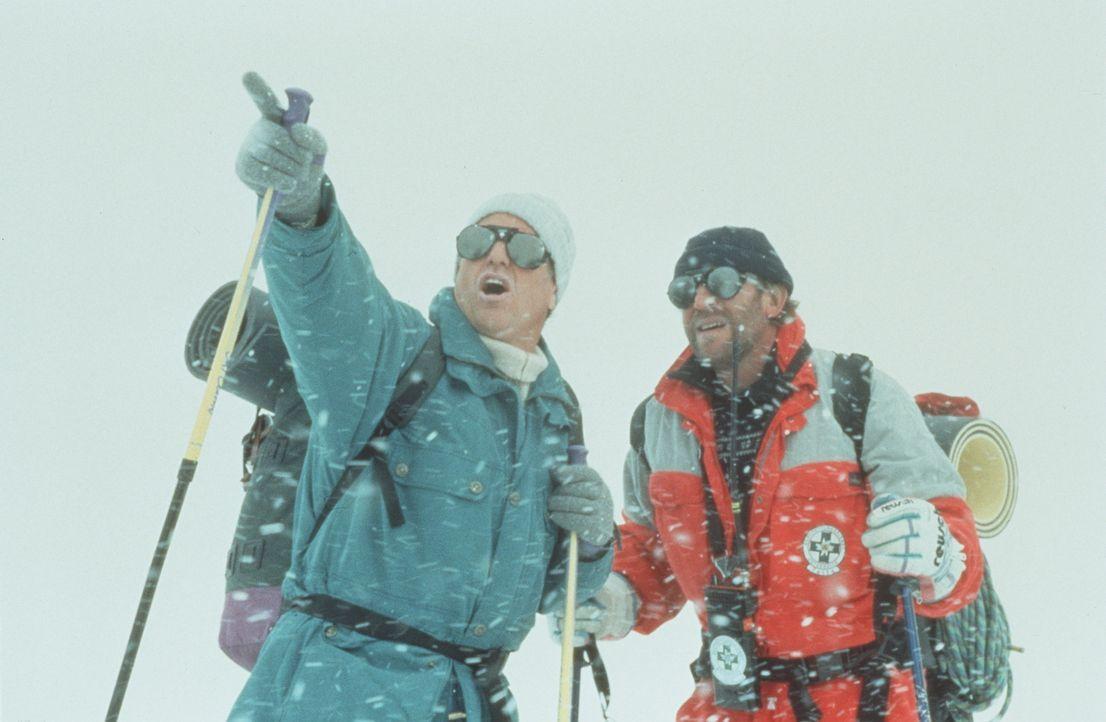 Dr. Thomas Burgner (Gerhart Lippert, l.); Luis Neumeier (Hermann Giefer, r.) - Bildquelle: Beta Film GmbH