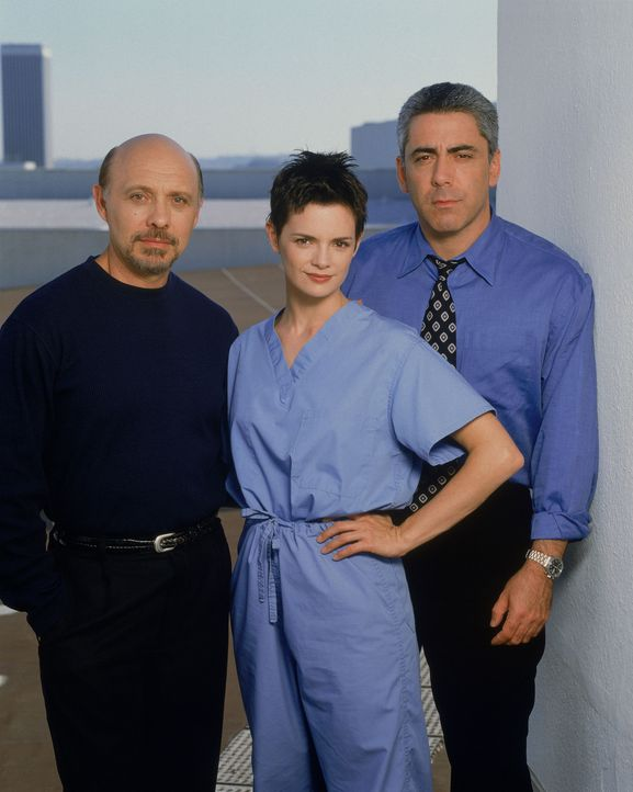 (v.l.n.r.) Dr. Phillip Watters (Hector Elizondo); Dr. Lisa Catera (Stacy Edwards); Dr. Aaron Shutt (Adam Arkin) - Bildquelle: 1997-1998 Twentieth Century Fox Film Corporation.  All rights reserved.