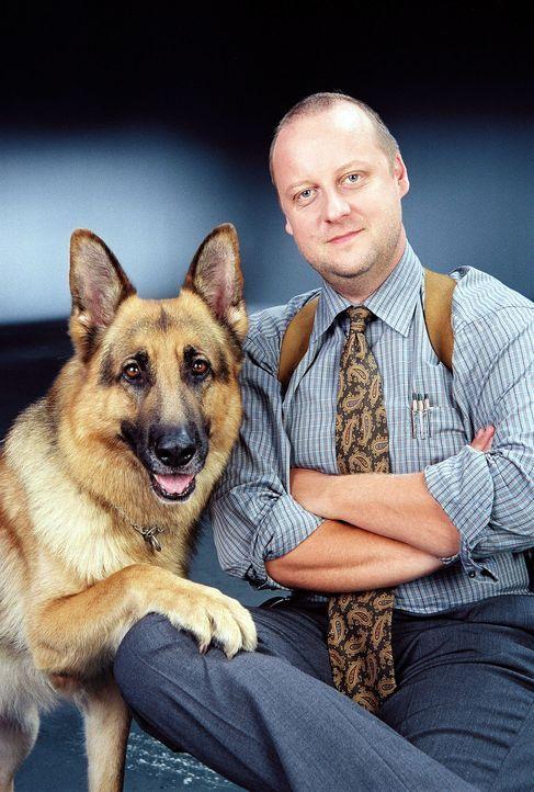 Kriminalinspektor Fritz Kunz (Martin Weinek) und Rex sind ein unschlagbares Team ... - Bildquelle: Ali Schafler Sat.1