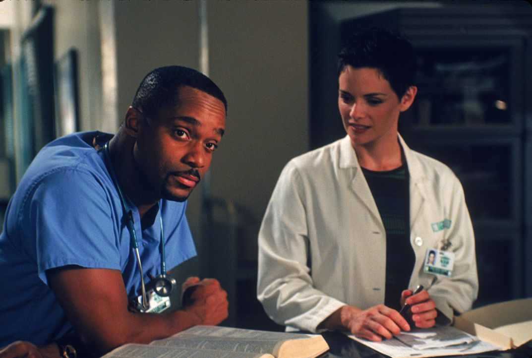 Dr. Keith Wilkes (Rocky Carroll, l.); Dr. Lisa Catera (Stacy Edwards, r.) - Bildquelle: 1997 Twentieth Century Fox Film Corporation.  All rights reserved.