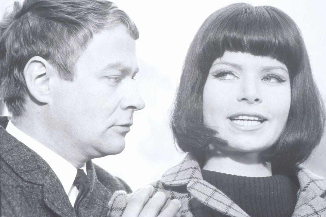 Haben vielleicht Ronny (Hartmut Reck, l.) und Lola (Uta Levka, r.) etwas mit den seltsamen Morden im Mädcheninternat zu tun? - Bildquelle: Constantin Film