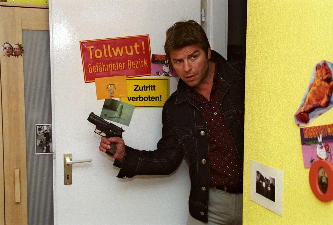 Jupp (Uwe Fellensiek) und Falk stoßen bei ihren Ermittlungen auf den mysteriösen Todesfall einer Schülerin und geraten schließlich selbst in Lebensg... - Bildquelle: Thekla Ehling Sat.1