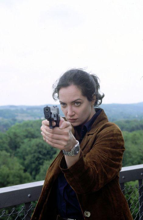 BKA-Agentin Nicola Helling (Natalia Wörner) muss sich gegen ihren ehemaligen Kollegen und Liebhaber zur Wehr setzen. - Bildquelle: Grabka Sat.1